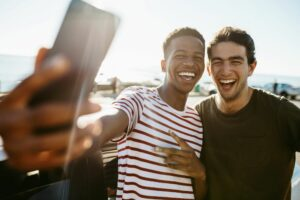 How to Make New Friends When You're Sober